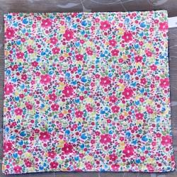 feuille d'essuie tout lavable en coton bio petites fleurs style liberty