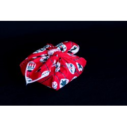savon emballé avec un carré de tissu en coton bio rouge boules de noel