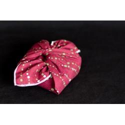 savon emballé avec un carré de tissu en coton bio rouge pois blancs et verts