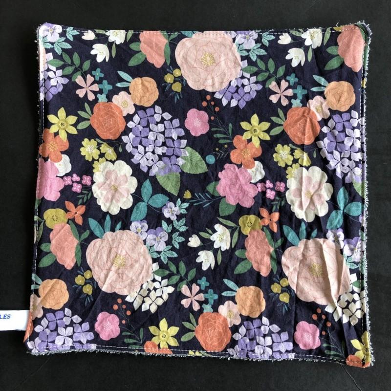 feuille d'essuie tout lavable en coton bio noire fleurs multicolores
